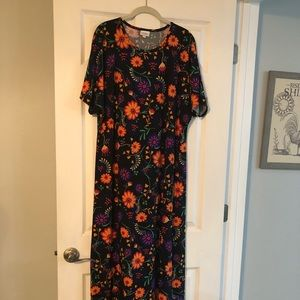 NWOT Maria Beautiful Floral Print Already hemmed